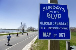 sundays_boulevard_sign