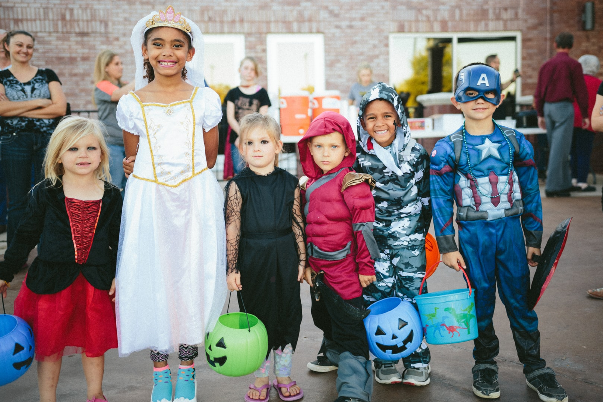 Wondering where to bring your costume clad kiddos? Portland Kids Calendar trick or treat directory is where you want to be.